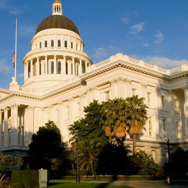 california state capitol building in sacramento on sunny afternoon