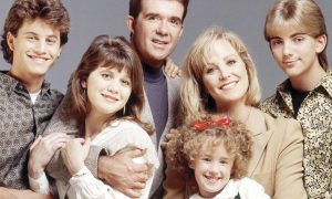 joanna kerns with cast of growing pains tv show